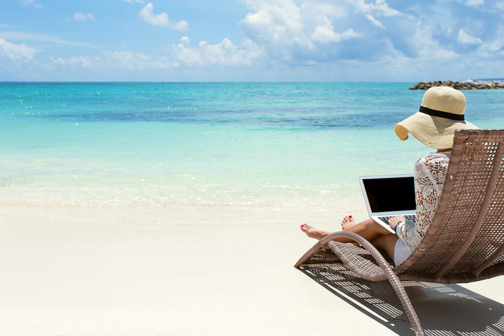 remote-jobs-working-from-beach